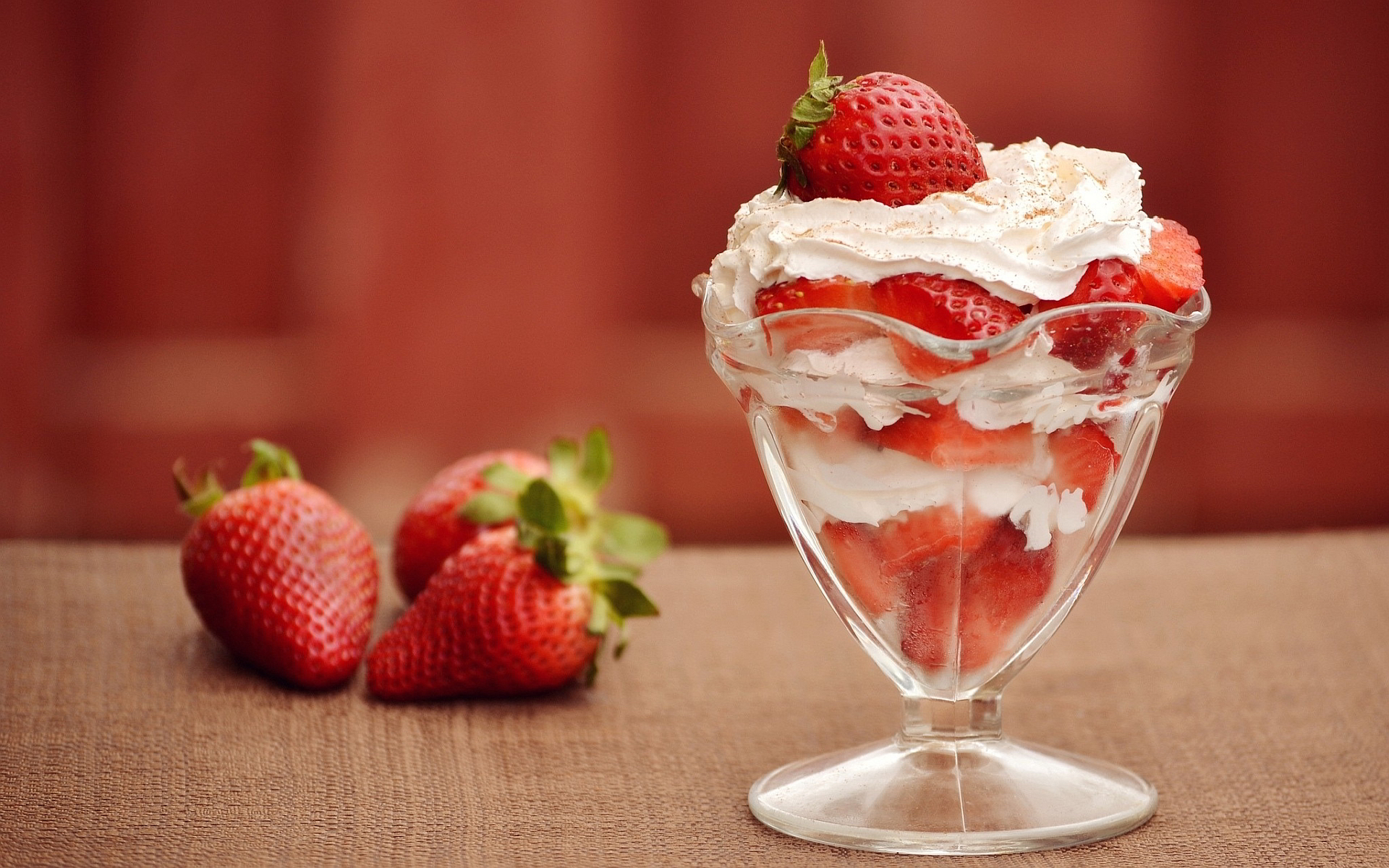 28 Lovely Hd Ice Cream Wallpapers: July 7 Is Strawberry Sundae Day
