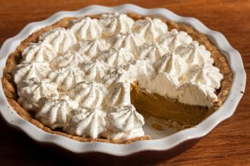 30914_recipeimage_620x413_eggnog_pumpkin_pie2