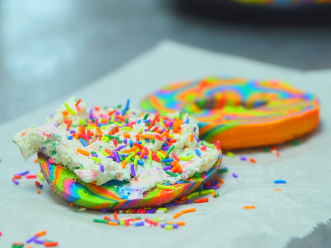 the-internet-is-going-crazy-over-this-neon-rainbow-bagel