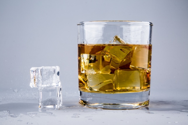 glass-with-whiskey-1462561357ytn