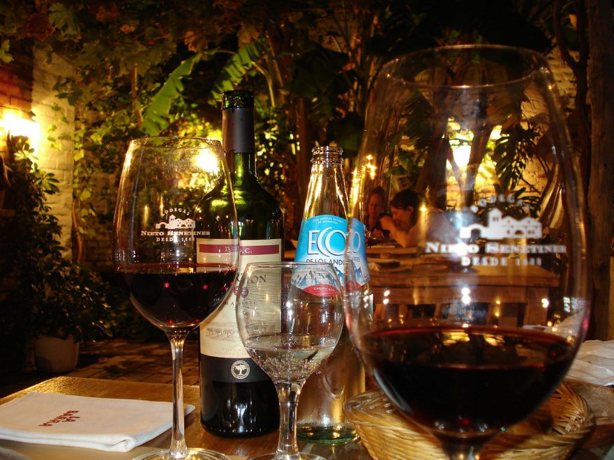 1280px-malbec_and_water