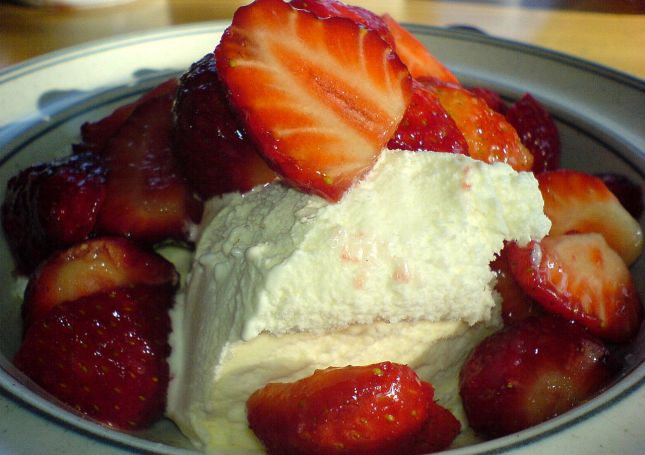 1280px-strawberry_ice_cream_dessert