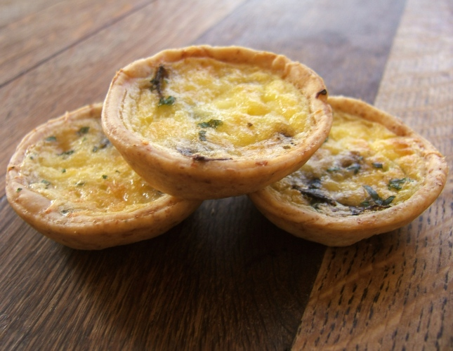 mini_mushroom_and_cheddar_quiches2c_2007